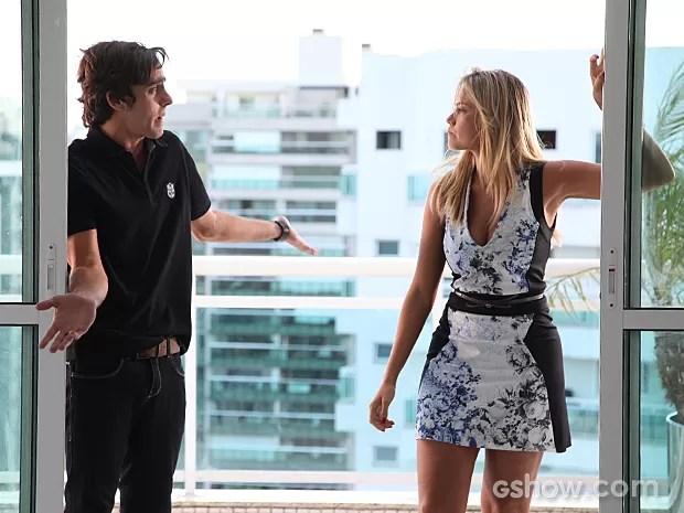 Ludmila dá o maior fora em Ernesto ao saber que ele perdeu tudo (Foto: Carol Caminha / TV Globo)