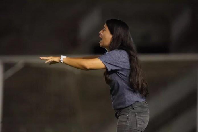 Gleide Costa é a treinadora do time feminino do Botafogo-PB — Foto: Paulo Cavalcanti / Botafogo-PB