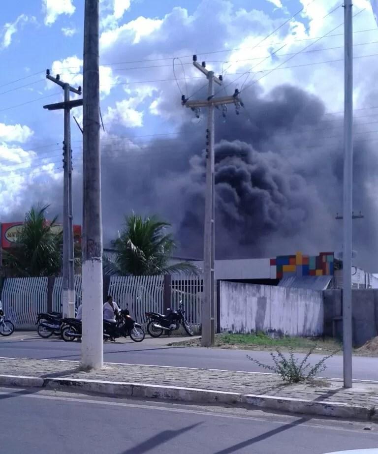 Incêndio começou às 13h50, em Floriano (Foto: Polícia Militar/Divulgação)