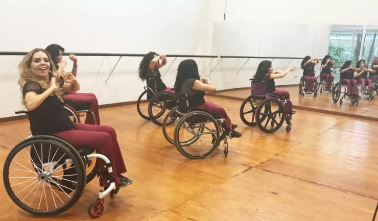 Dançarinas durante ensaio no Centro Cultural de Dança, em Brasília — Foto: Marília Marques/G1