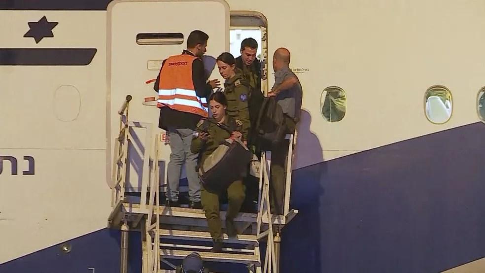 Militares de Israel devem começar a trabalhar nesta segunda-feira, em Brumadinho — Foto: Reprodução/TV Globo