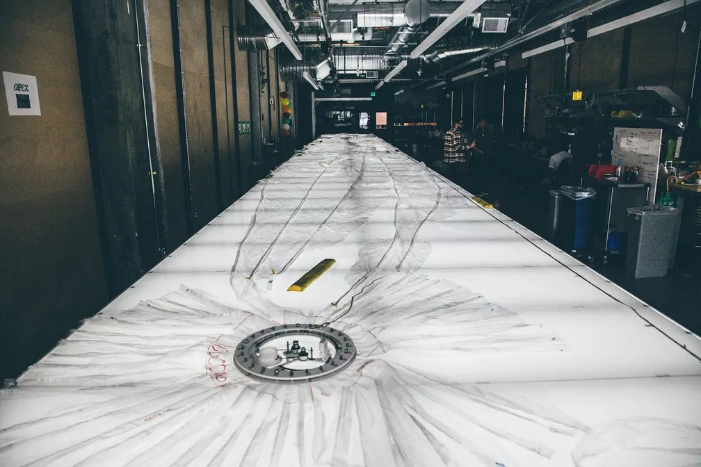Balão do projeto Loon ainda em fase de construção no X, o 'laboratório secreto do Google'. (Foto: Divulgação/X)