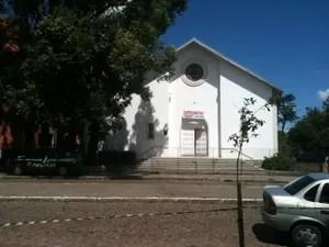 Crime ocorreu no interior da Paróquia do Santuário de Santa Rita de Cássia (Foto: Dayanne Rodrigues/RBS TV)