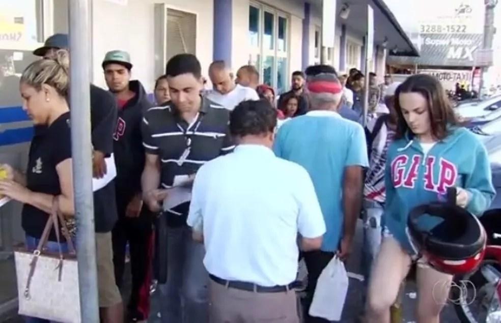 Pagamento do último lote começou no sábado (Foto: Reprodução/TV Anhanguera)