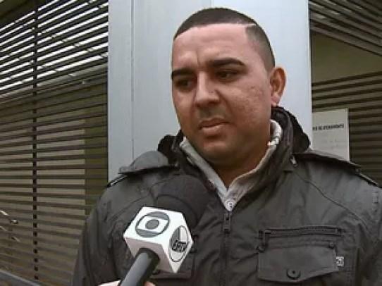 Tapeceiro trabalhou por 8 anos na empresa (Foto: Felipe Lazzarotto/EPTV)
