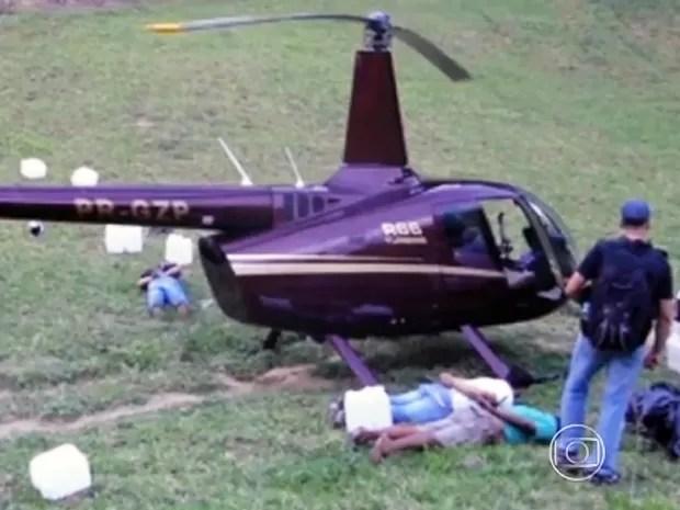 Helicóptero apreendido no Espírito Santo é de empresa da família do senador Zezé Perrella (Foto: Reprodução/TV Gazeta)