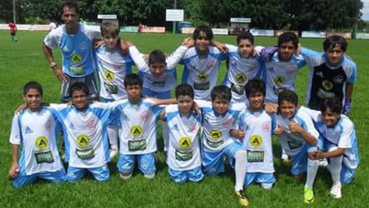 Marcos Leonardo (agachado, o segundo da esquerda para a direita) no time na Bahia  — Foto: arquivo pessoal