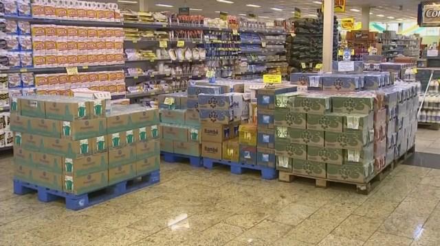 Preço do leite aumentou em 15% na região de Itapetininga (Foto: Reprodução/TV TEM)