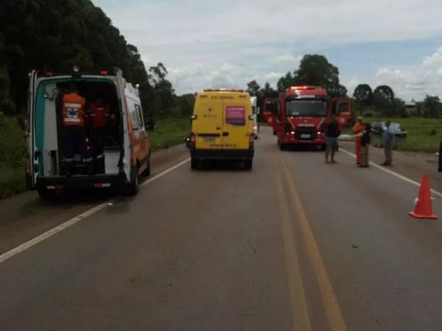 Esposa e dois filhos do motorista foram socorridos e passam bem (Foto: PRF/Divulgação)