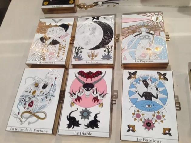 Caixinhas Dior com os motivos místicos do tarô.