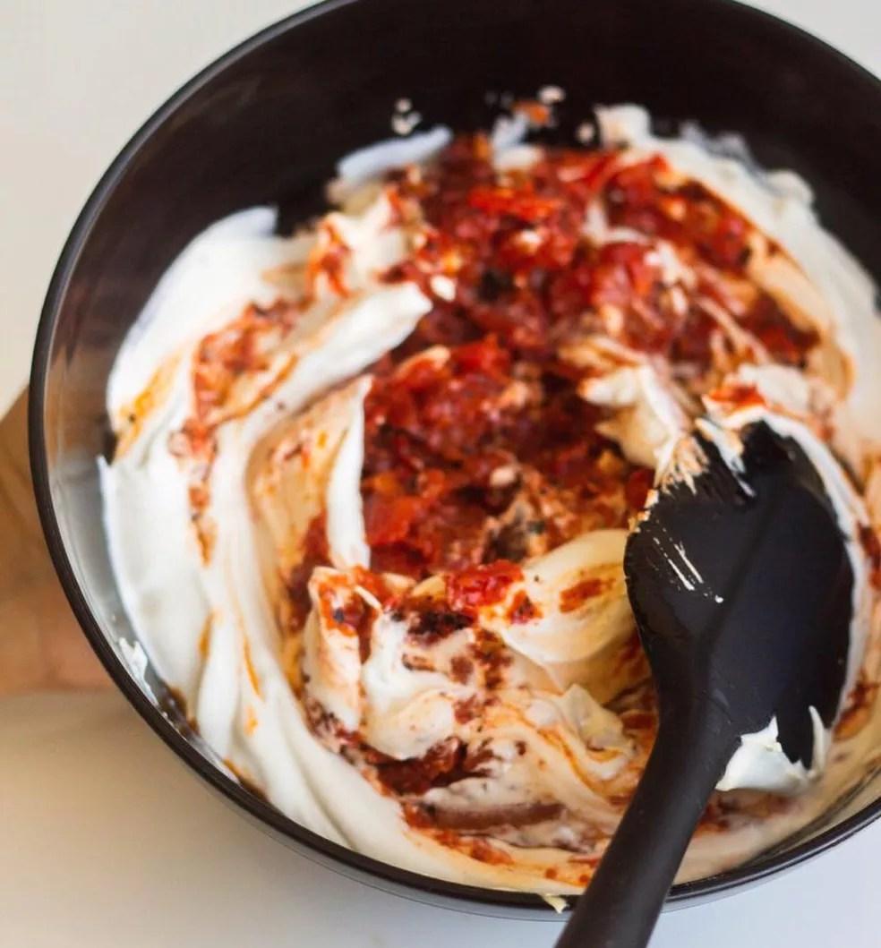 Caju cremoso tem a textura parecida com a de um cream cheese — Foto: Qaju/Divulgação
