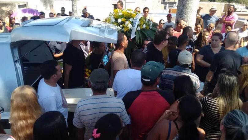 Gustavo Santos, de 3 anos, e Bernardo Alves, de 1 ano, foram enterrados em Boituva  — Foto: Adolfo Lima/ TV TEM