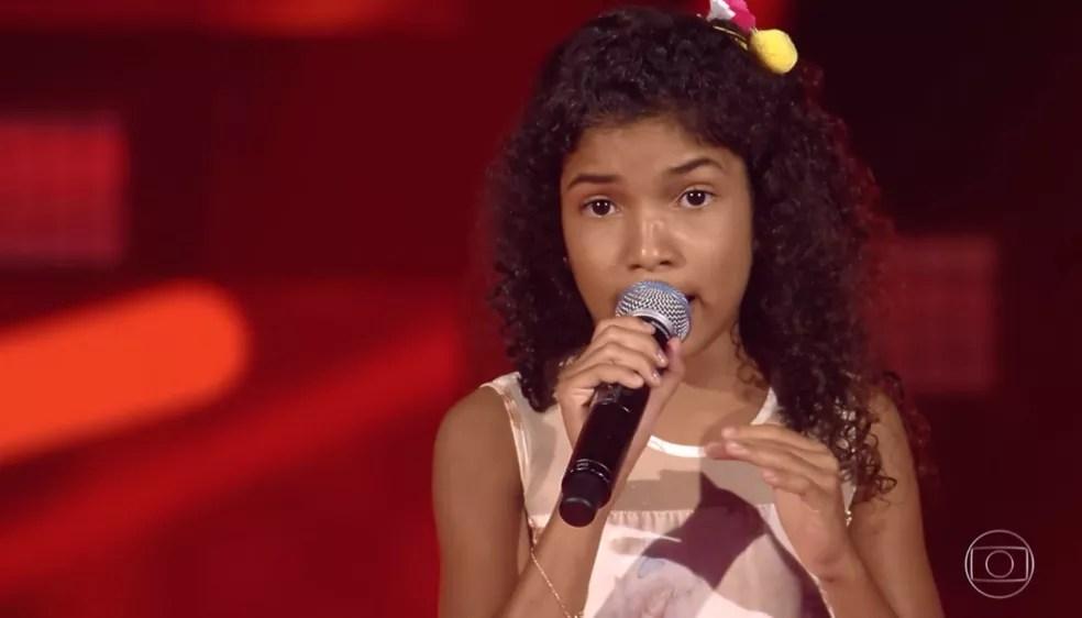 Beatriz reforça o time Brown, no 'The Voice Kids' — Foto: TV GLOBO