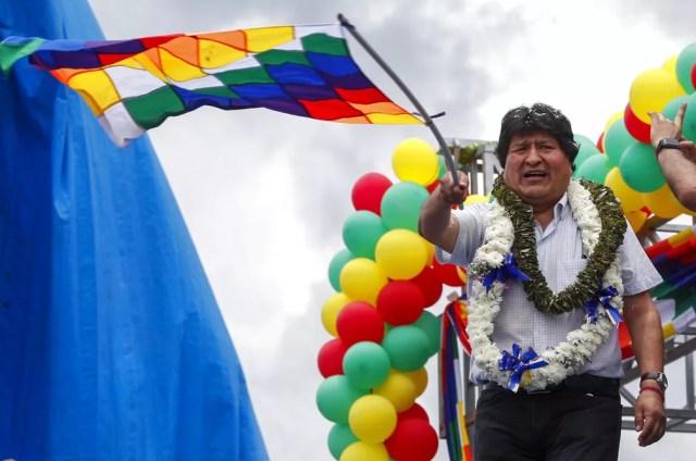 Evo Morales chega a cidade de Chimore, em Cochabamba, um ano depois de ter se exilado fora da Bolívia nesta quarta-feira (11). — Foto: Juan Karita / AP Photo