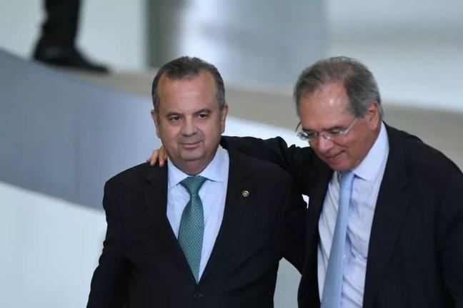 O secretário especial de Previdência e Trabalho, Rogério Marinho, e o ministro da Economia, Paulo Guedes — Foto:  Edu Andrade/Ministério da Economia
