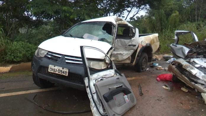 Acidente envolveu picape e caminhonete da Sesai  — Foto: Ricardo Araújo/Rede Amazônica