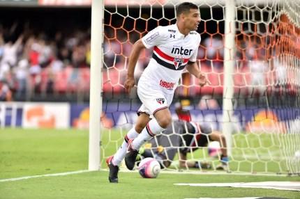 Diego Souza tem dois gols pelo São Paulo, um deles na vitória sobre o Botafogo-SP (Foto: Marcos Ribolli)