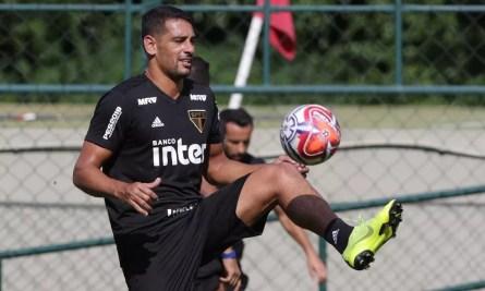 Diego Souza foi o artilheiro do São Paulo na última temporada, com 16 gols — Foto: Rubens Chiri / saopaulofc.net