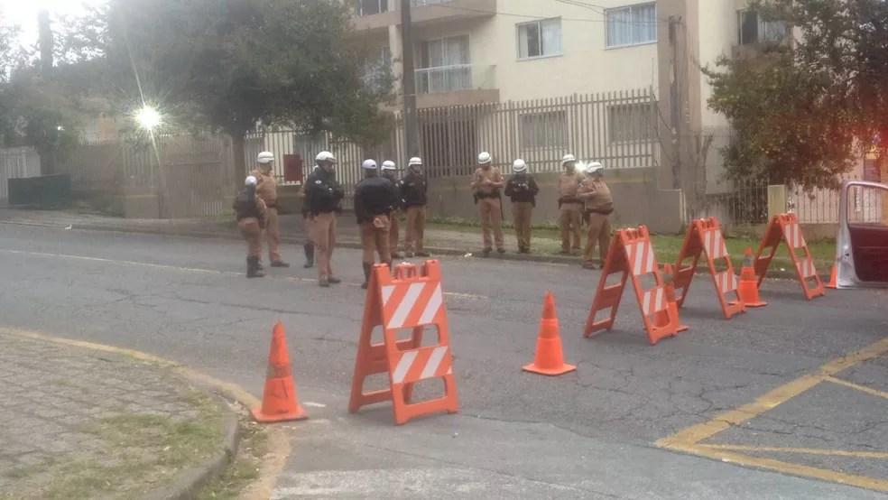 Ruas no entorno da Justiça Federal estão bloqueadas  (Foto: João Salgado/RPC)