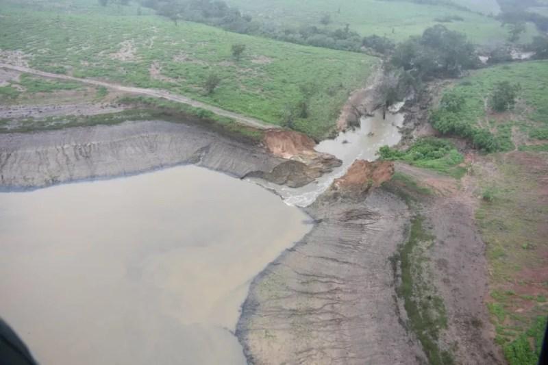 Imagens aéreas mostram rompimento de barragem na Bahia — Foto: Secom/GOVBA