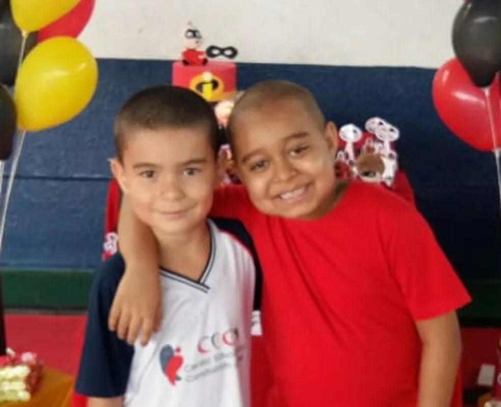 Dia do amigo: menino de 6 anos raspa cabelo para homenagear amigo com câncer em MT — Foto: Arquivo pessoal