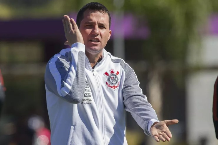 Osmar Loss em treino do Corinthians (Foto: Daniel Augusto Jr)