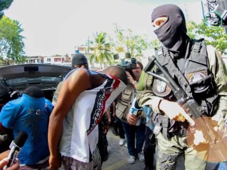 Polícia prende 15 integrantes da Torcida Inferno Coral no Recife (Foto: Marlon Costa/Pernambuco Press)