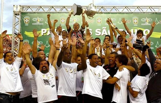 São Paulo comemora o hexacampeonato brasileiro após vencer o Goiás, por 1 a 0, em 2008 (Foto: Rubens Chiri)