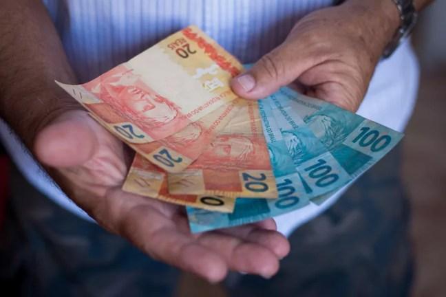 Caixa paga hoje até R$ 1.045 do abono do PIS para nascidos em março e abril