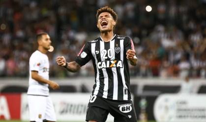 No primeiro semestre de 2016, Júnior Urso foi comandado por Aguirre no Atlético-MG (Foto: Bruno Cantini)