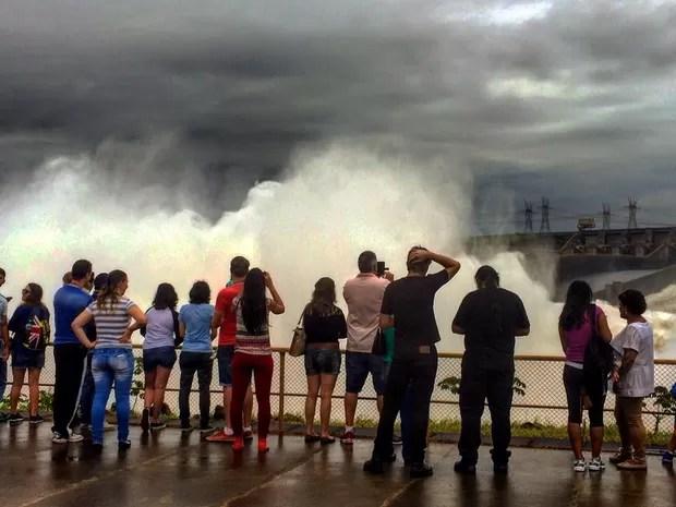 Completo Turístico preparou esquema especial de visitação disponibilizando ônibus extras para turistas e moradores da região (Foto: Patrícia Iunovich / Itaipu Binacional / Divulgação)