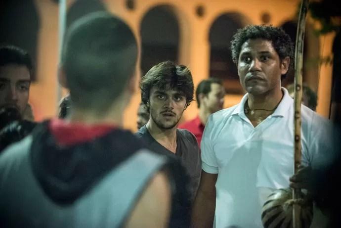 Os capoeirista expulsam Jacaré da roda (Foto: Raphael Dias / Gshow)