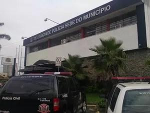 Caso foi encaminhado à Delegacia Sede de Praia Grande, SP (Foto: Rafaella Mendes/G1)