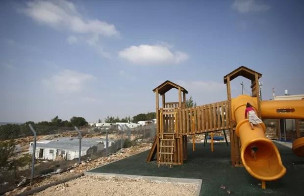 Parque para crianças em assentamento judaico perto de Belém, em 31 de agosto (Foto: Ronen Zvulun/Reuters)