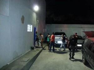 Três presos foram encaminhados de Arapiraca para a Central de Flagrantes, em Maceió. (Foto: Kléverton Amorim/Arquivo pessoal)