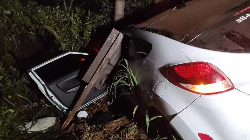 Duas pessoas ficaram feridas no acidente — Foto: PRE/Divulgação