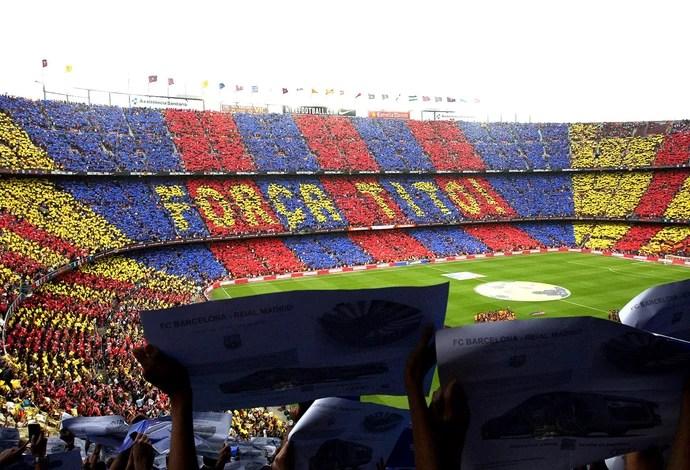 mosaico torcida Barcelona x Real Madrid (Foto: AFP)