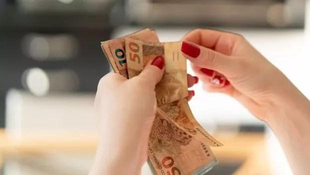 Transações em dinheiro vivo acima de R$ 30 mil devem ser obrigatoriamente comunicadas por bancos, joalherias e comerciantes de pedras precisosas (Foto: GETTY IMAGES VIA BBC)