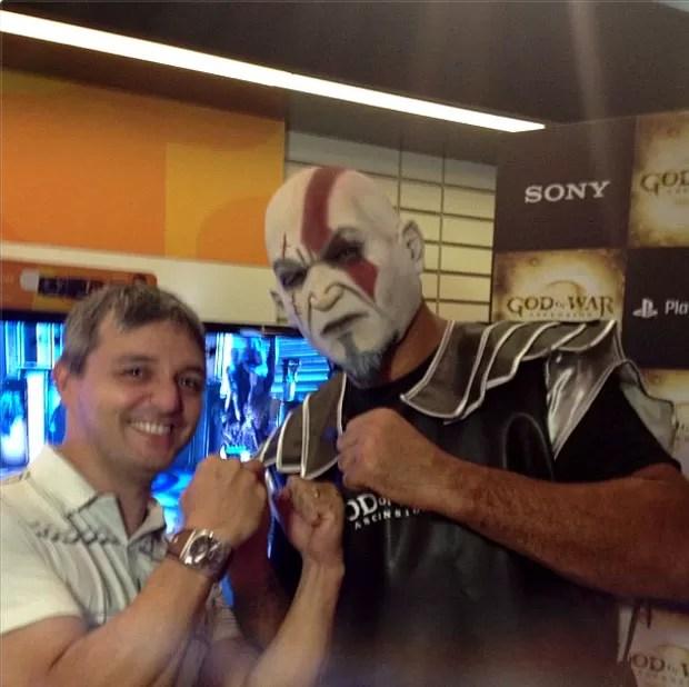 Rodrigo Minotauro lançamento do jogo God Of War no Shopping Bourbon (Foto: Reprodução / Instagram)