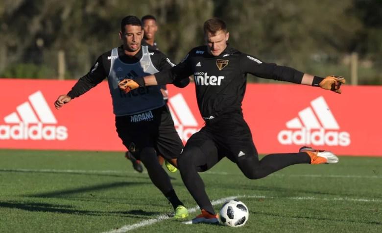 Lucas Perri, do São Paulo, poderá ir para o Crystal Palace, da Inglaterra — Foto: Rubens Chiri / saopaulofc.net