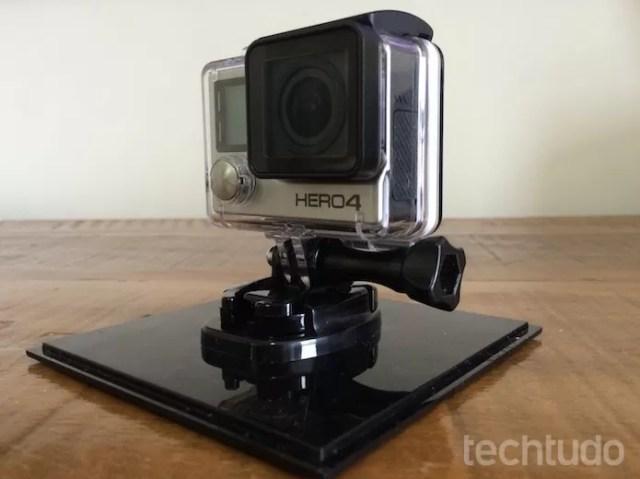 Câmera conta com monitor embutido (Foto: Victor Teixeira/TechTudo)
