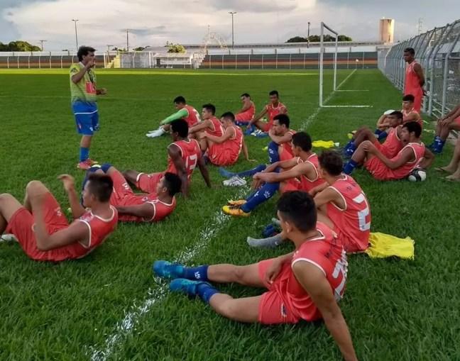 Zé Carlos teve primeiro contato com os jogadores nesta segunda (Foto: Divulgação/Juka Balla)