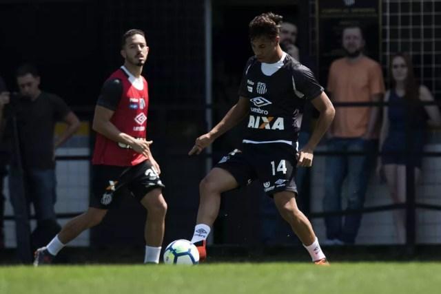 Kaio Jorge está integrado ao time profissional do Santos e já fez uma partida pelo time profissional — Foto: Ivan Storti/Santos FC