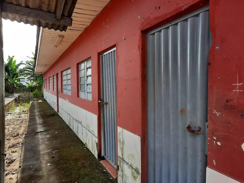 Atuais instalações da Escola Estadual Castelo Branco não oferecem conforto e segurança aos alunos — Foto: Diêgo Holanda/G1