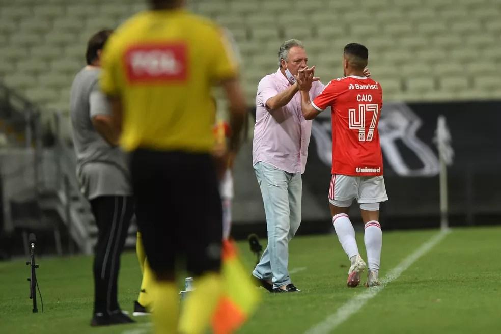 Abel Braga foi responsável pela ascensão do jovem Caio Vidal — Foto: Ricardo Duarte / Internacional