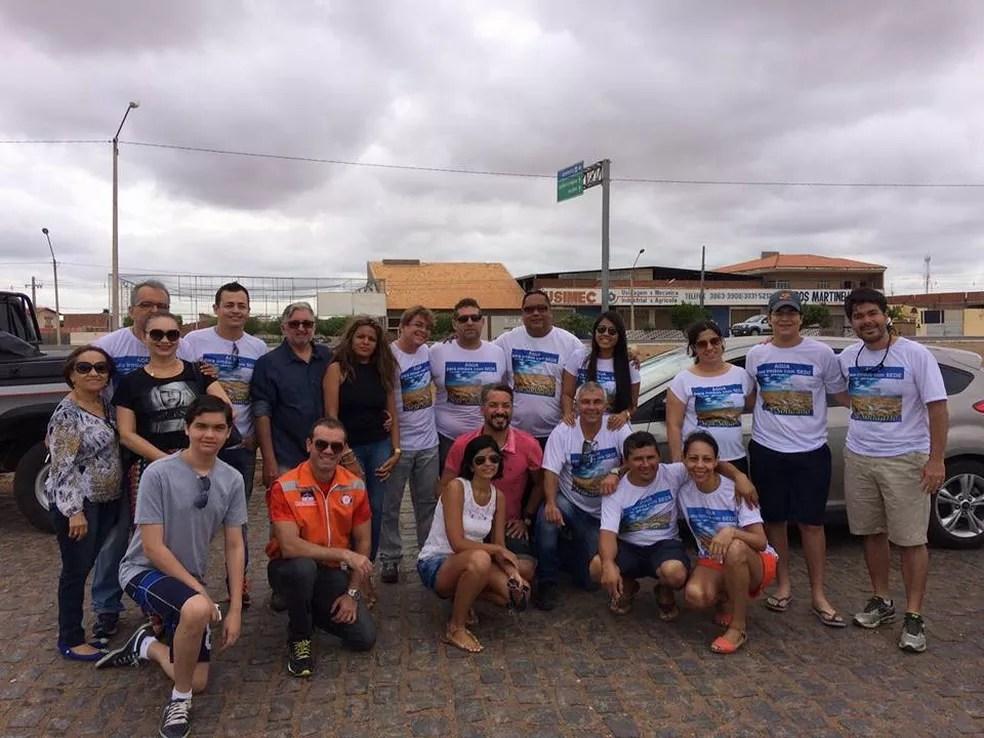 Voluntários da AIS em uma das ações na região. (Foto: Divulgação/Facebook)