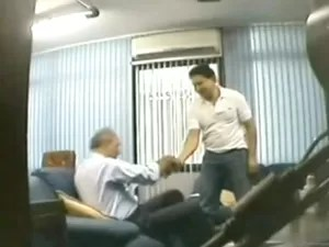 Reprodução de vídeo com imagens do caso conhecido como 'Mensalão do DEM' (Foto: Reprodução/TV Globo)