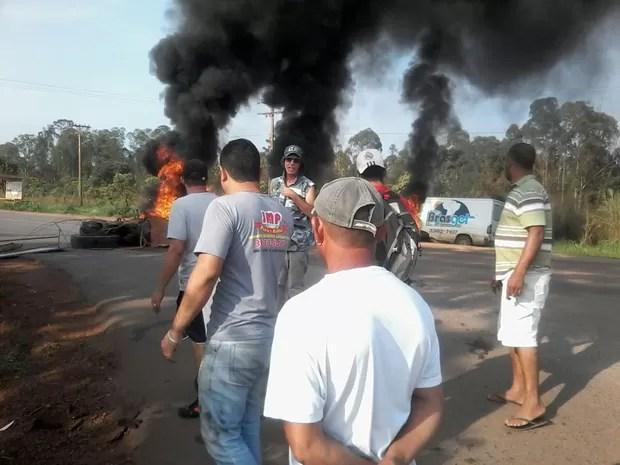 Protesto de moradores do Assentamento 26 de Setembro, no DF (Foto: Edlson Batista Domingues/VC no G1)