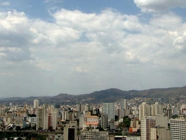Belo Horizonte teve dia de céu claro e clima quente nesta segunda-feira (23). (Foto: Reprodução/TV Globo)