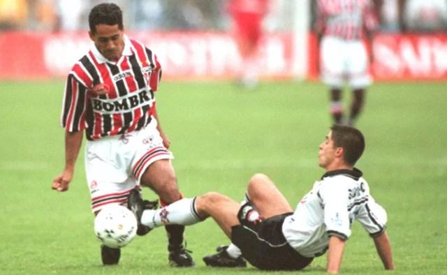 Zé Carlos na partida do São Paulo contra o Corinthians em 1998 (Foto: Arquivo / Ag. Estado)